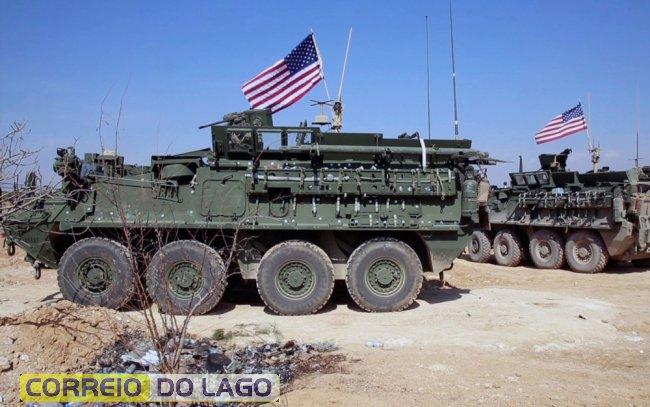 Imagem de vídeo mostra forças dos EUA nos arredores da cidade síria de Manbji, em 7 de março — Foto: Arab 24 network, via AP